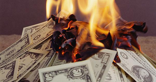 снимка: горящи пари
